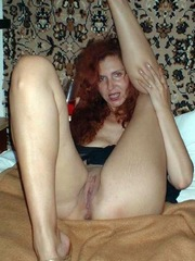 Perky redhead curvy show her pussy