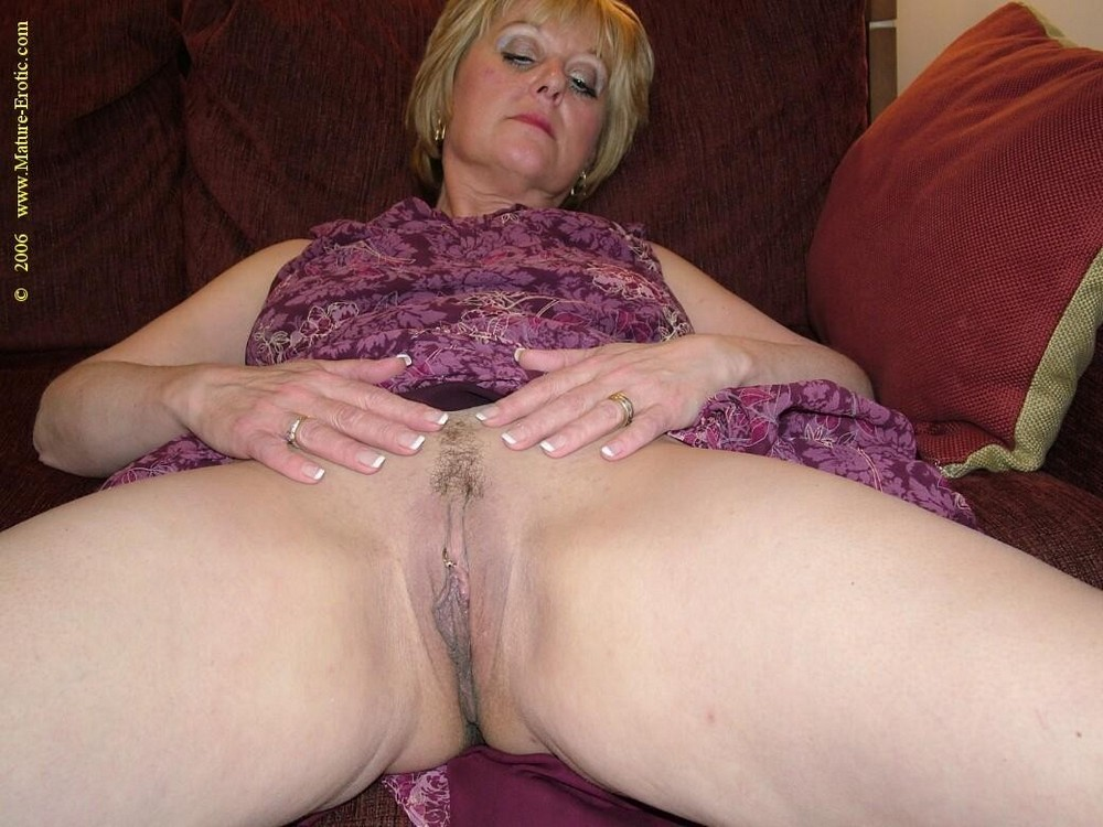 shaved pubic hair women