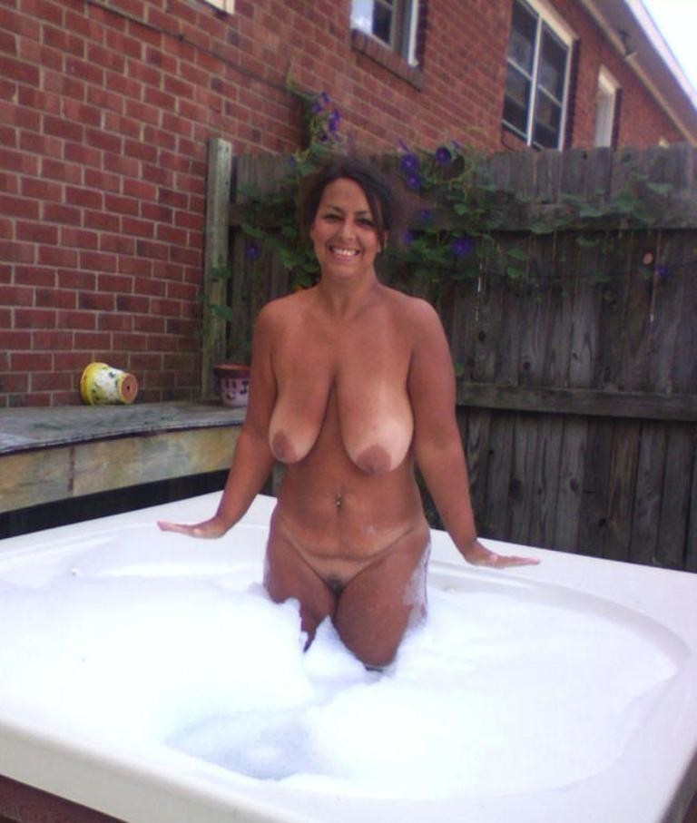 Naked hot tub wife apologise