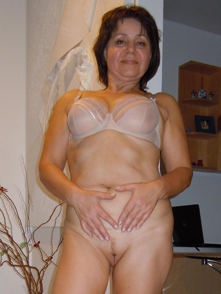 naked short mature moms