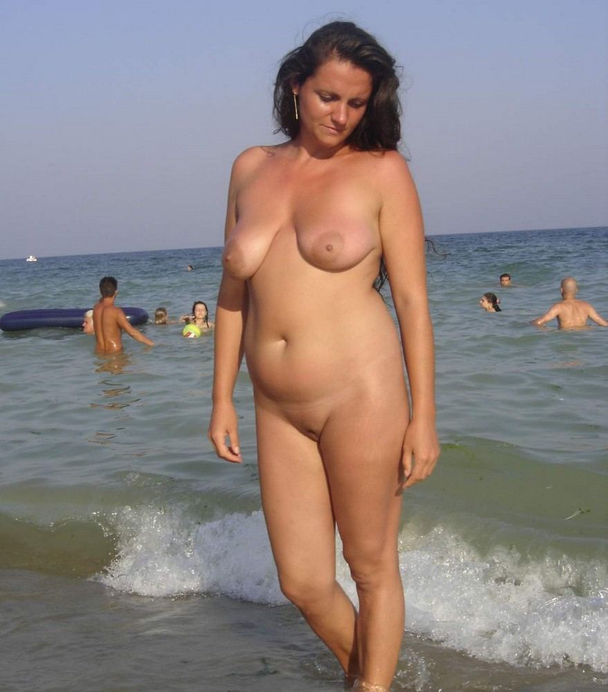 mommy naked in beach