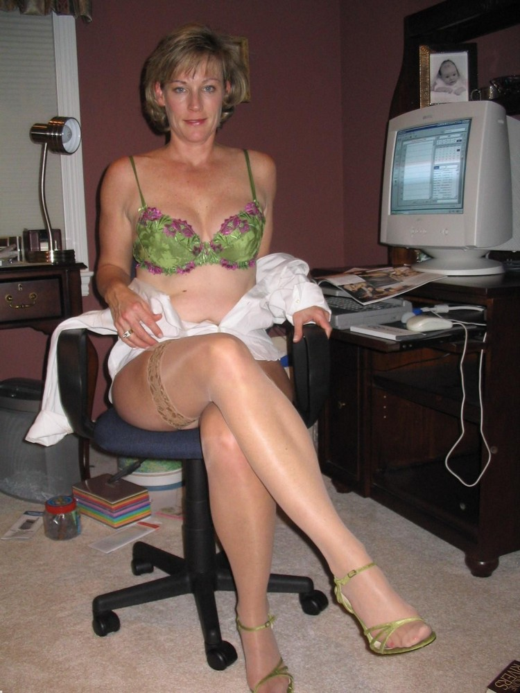Mature Wives In Stockings