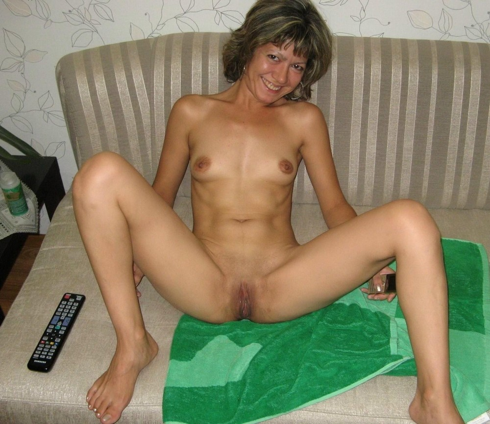 Mature naked leggs spread 15
